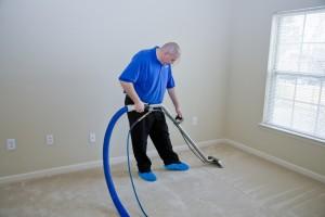 shutterstock_81699364- Cleaning-Carpet2